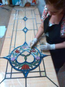 Natalia Benchoam en su taller NYRB Vidrieras Artísticas