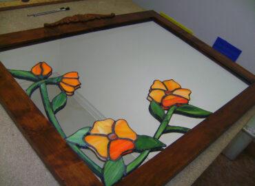 Aplique floral. Vidrio artístico sobre espejo realizada por Natalia Benchoam