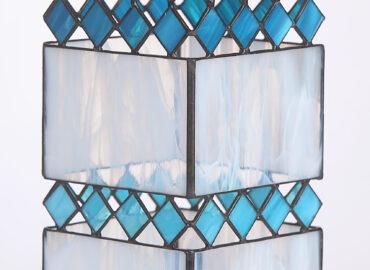Lámpara decorativa. Diseño Vacíos. Vidrios semitraslúcido. Técnica Tiffany realizada por Natalia Benchoam