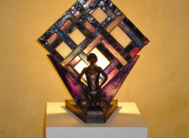 Lámpara escultura en metal y Vidrio artístico realizada por Natalia Benchoam