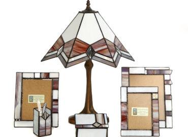 Lámpara, joyero, marco de fotos, plumier. Vidrio opalino y minibiselado. Técnica Tiffany realizada por Natalia Benchoam