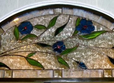 Mampara de baño. Diseño floral. Vidriera artística realizada por Natalia Benchoam