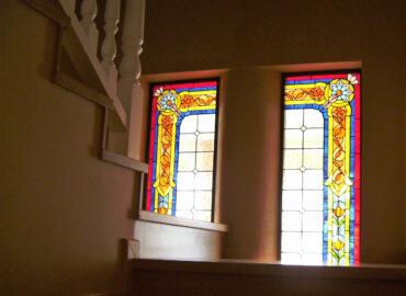 Ventanal en escalera. Vidriera tradicional. Técnica Tiffany realizada por Natalia Benchoam