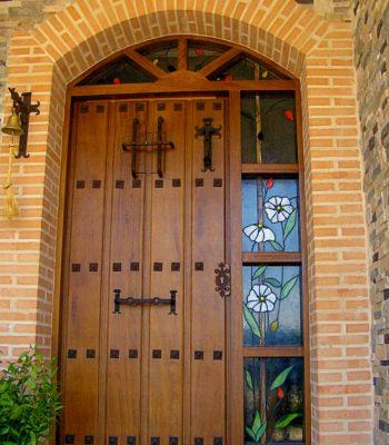 Puerta principal. Diseño Jara. Vidriera artística tradicional. Ténica Tiffany realizado por Natalia Benchoam